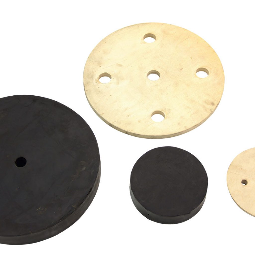 Kit complete with wooden shims and rubber plugs for loading and unloading mouth for Sacmi mill. Thickness of the rubber plug for loading mouth 55 mm. Thickness of the rubber plug for unloading mouth 55 mm