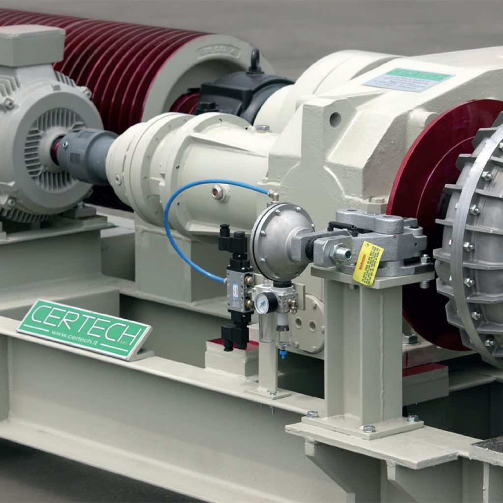 MRC 38 motorization unit. Detail of the starting and positioning motor, free wheel, epicyclic reduction gear, main reduction gear, braking system and hydraulic coupling.