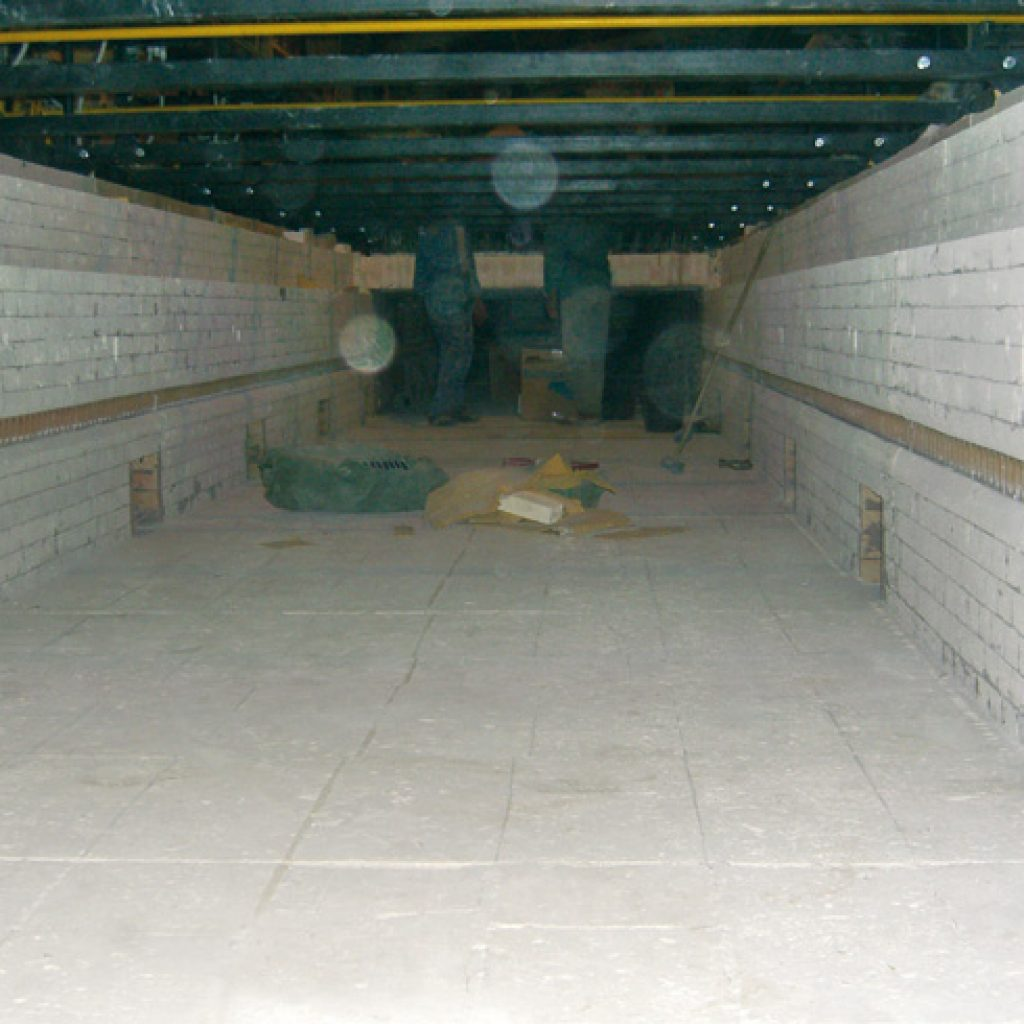Internal view of the firing zone of the above mentioned kiln during regeneration, involving also refractory materials