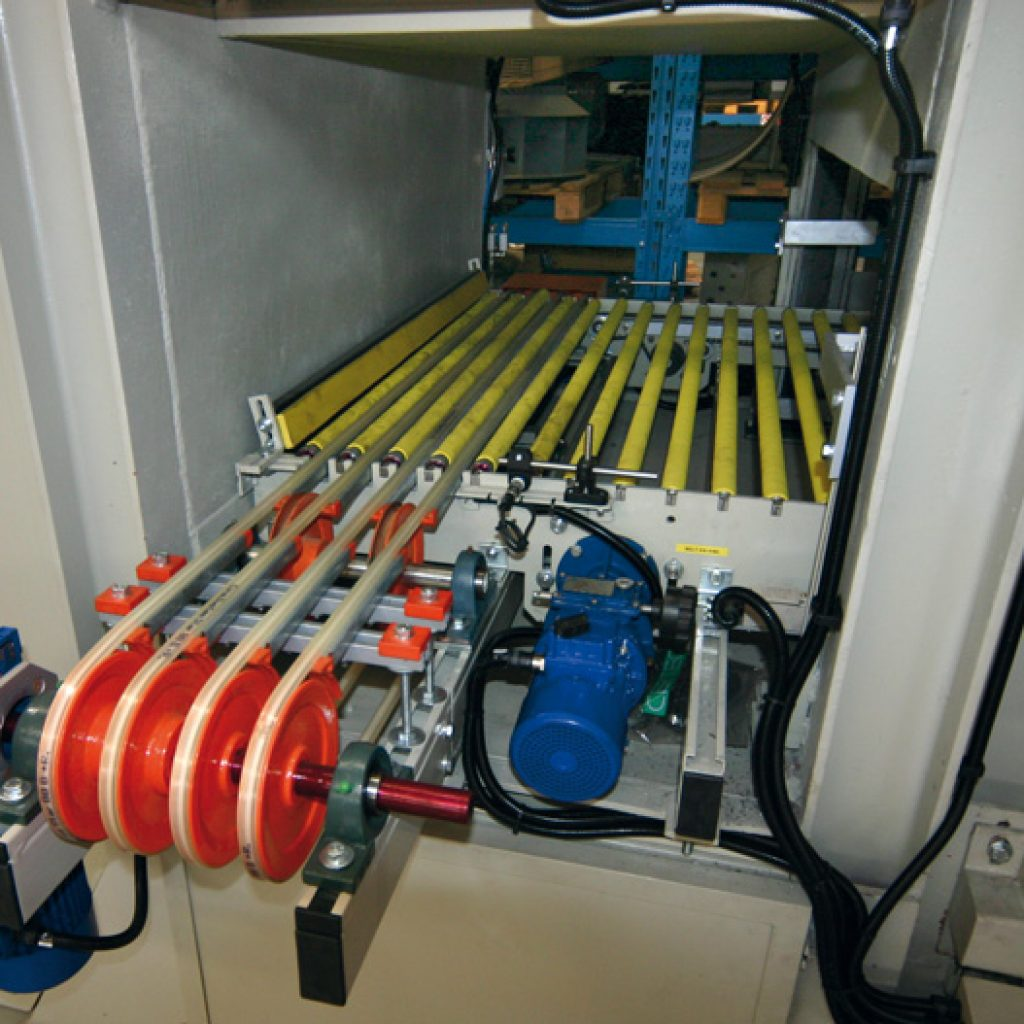 Detail of unloading roller conveyor of a regenerated vertical drier