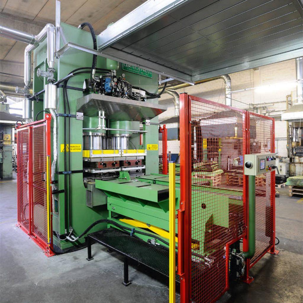 Estrattore e piattaforma idraulica di movimentazione stampi