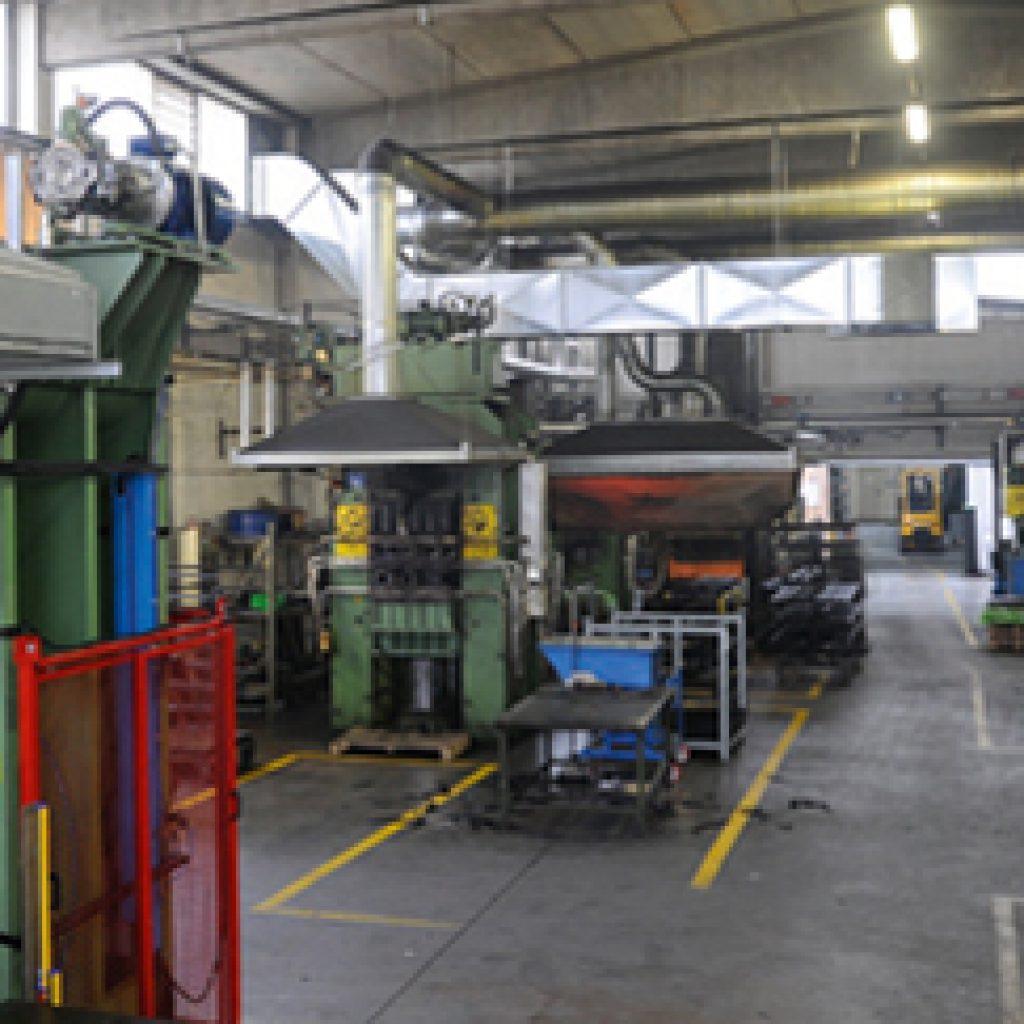 Macchine per stampaggio gomma