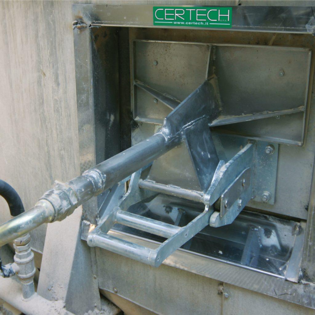 Dettaglio di cornice, lancia e sistema di aggancio nuovi installati su un vecchio atomizzatore